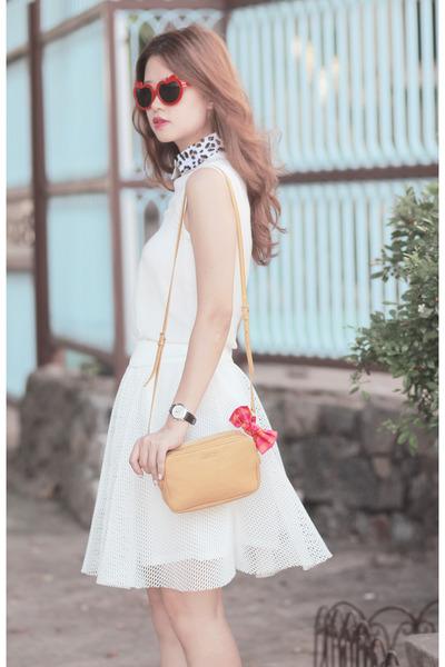 mustard Miu Miu bag - hot pink gina made it hair accessory