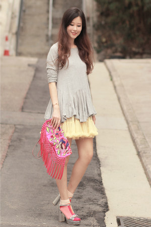 hot pink Ipa Nima bag - bubble gum da seins socks - heather gray Yesstyle top