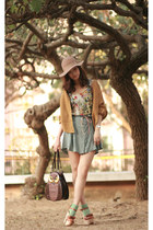 nude Monki hat - teal Pull & Bear shorts - eggshell wwwromwecom vest