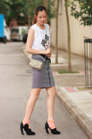 charcoal gray Le Mont St Michel skirt - bubble gum H&amp;M socks