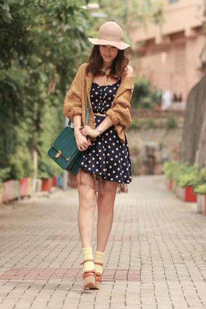 teal from laurustinus bag - navy Club Couture dress - beige Monki hat