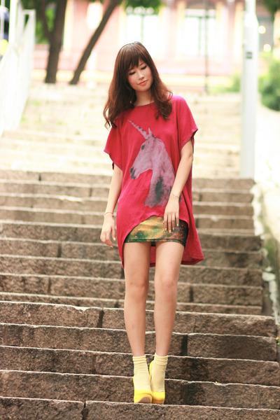 ruby red romwe t-shirt - light yellow Chicwish dress - yellow Sugarfree pumps