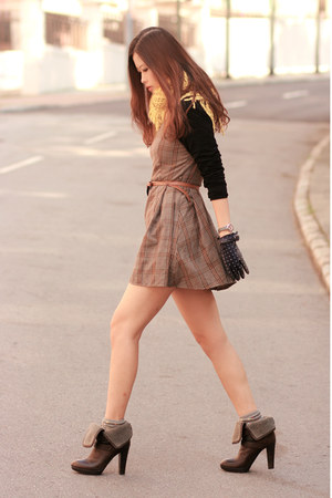 light brown Love dress - dark brown Joy & Peace boots