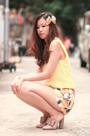 tan Stella McCartney heels - yellow romwe shorts