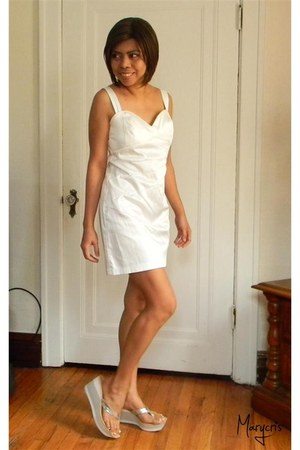 silver Nine West sandals - white Jcpenny dress