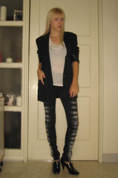 white BCBG top - black Bandolino shoes - blue vintage blazer
