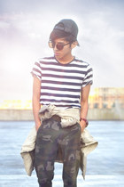 stripe Zara t-shirt - camouflage Zara Kids pants - nike sneakers nike sneakers