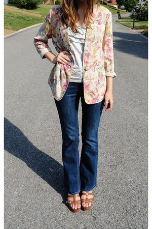 navy high-waisted Daisy Fuentes jeans - peach floral vintage blazer - heather gr