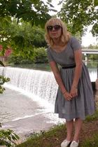 vintage dress - vintage shoes - vintage belt - H&Mm sunglasses
