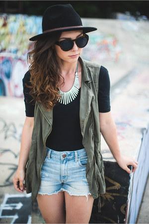 olive green cargo American Eagle vest - wide brim Target hat