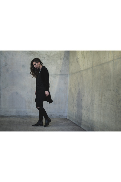 black ankle boots Aldo boots - black ripped American Eagle jeans