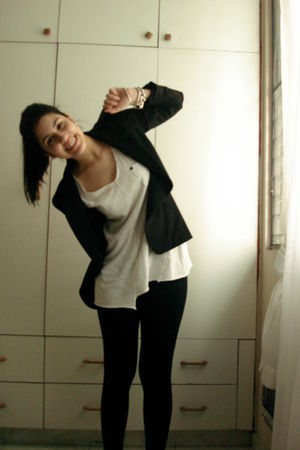 black Zara blazer - white Zara t-shirt - black Zara leggings