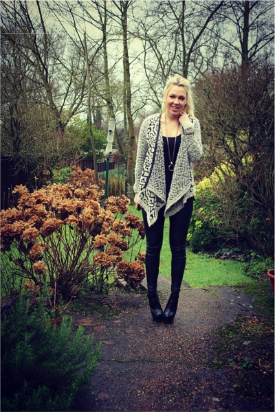 leather Topshop leggings - fur River Island cardigan