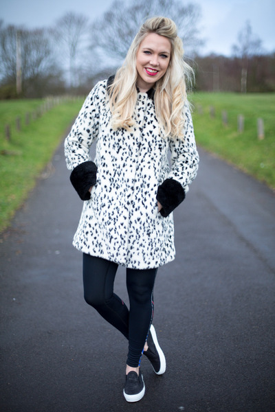 804f4aad18 dalmatian print Topshop coat - running Sweaty Betty leggings