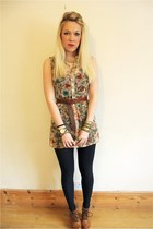 floral blouse MYOFashion top - gold vintage bracelet
