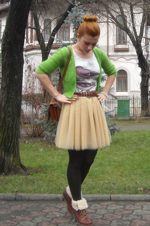 dark brown BBup boots - tawny vintage bag - chartreuse Vintage-my moms since col