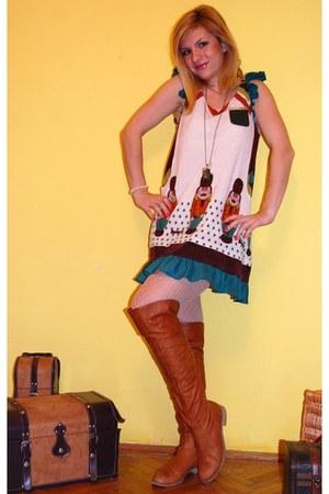 tawny Progetto boots - eggshell Darimeya dress