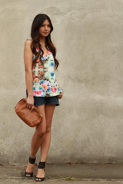 sky blue Zara blouse - navy Levis shorts