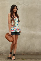 sky blue Zara blouse - navy Levis shorts