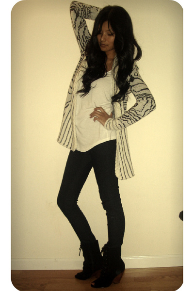 black Deena & Ozzy boots - blue f21 jeans - white SilenceNoise sweater