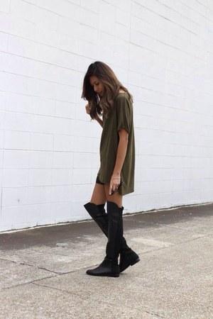 black otk boots - olive green olive tee Zara t-shirt