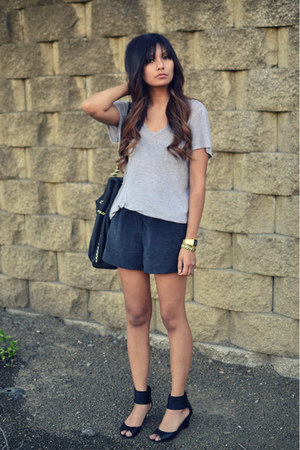 black Kelsi Dagger shoes - dark gray Forever21 shorts - heather gray t by alexan