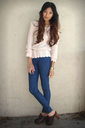 pink H&M sweater - blue Silence & Noise jeans - brown Steve Madden clogs