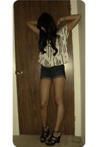 white f21 top - blue H&M shorts - black s madden shoes - gold vintage accessorie