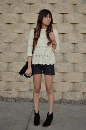 black asos boots - cream Zara sweater - navy llyel & fletcher shorts