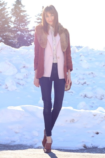 navy James Jeans jeans - tawny vintage jacket - light pink thrifted blazer - cre