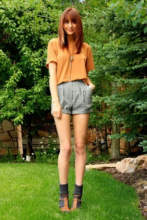 tawny Aldo heels - dark green vintage shorts - gold vintage top