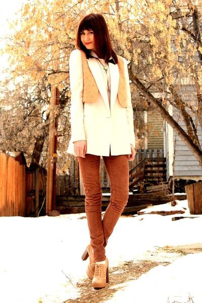off white Report heels - brown Raven Denim jeans - off white Zara blazer