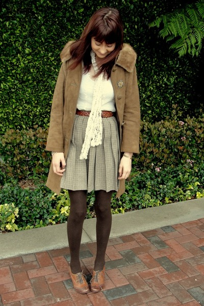 brown skirt