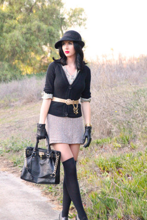 thrifted gloves - Forever 21 hat - thrifted vintage sweater - Shoedazzle bag