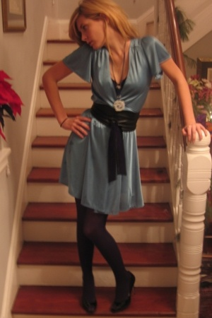 vintage dress - belt - Nine West shoes - vintage necklace