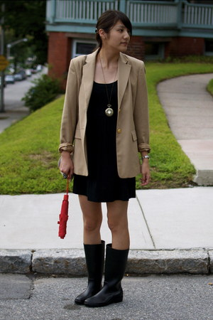 black rainboots Dav boots - black Forever 21 dress - camel thrifted blazer