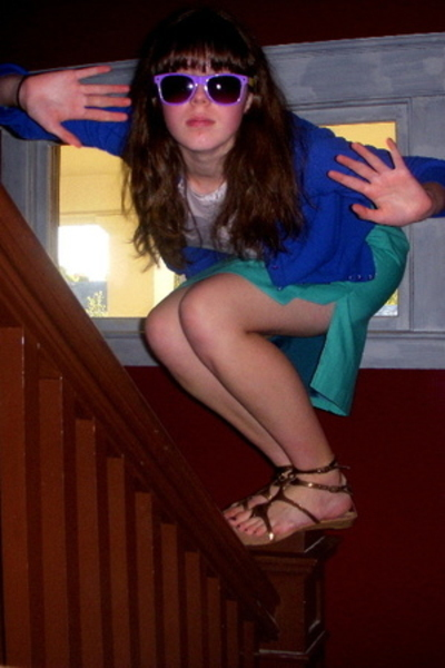 easy pieces skirt - walt disneyworld t-shirt - - Dollhouse shoes - sunglasses