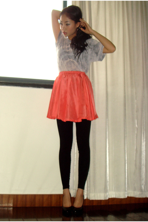 American Apparel t-shirt - vintage skirt - American Apparel leggings - shoes
