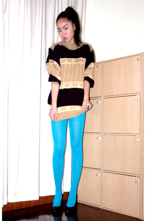 vintage sweater - black pumps shoes - blue H&M tights