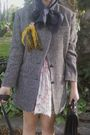 Gray-vintage-jacket-beige-vinage-dress-black-vintage-accessories-beige-ale