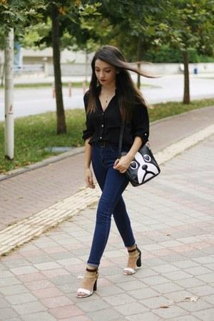 black shirt - blue jeans - black Dressin bag
