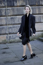 Black-patent-leather-choies-boots-black-silk-vintage-dress