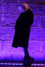 Black-faux-fur-vintage-coat-black-platform-yru-sneakers