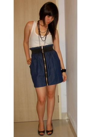 black shoes - white pull&amp;bear top - blue skirt - black Forever 21 necklace
