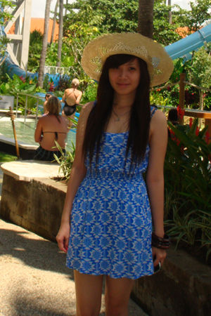 beige hat - blue dress - brown accessories