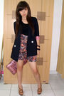 Black-top-black-shorts-brown-shoes-blue-blazer-pink-purse-black-bracel