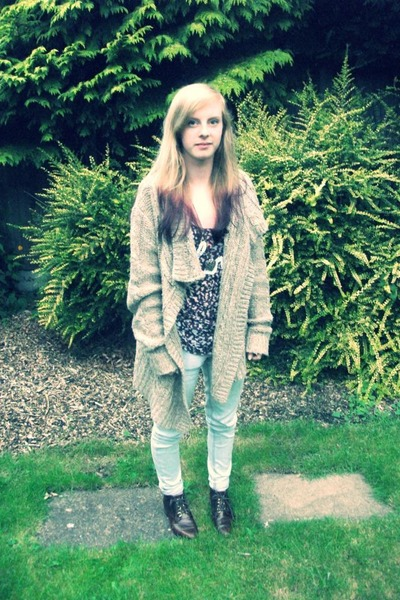thick knit Fashion Union cardigan - leather Topshop boots - skinny Primark jeans