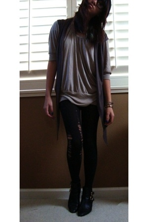 One Clothing blouse - Soprano vest - tights - Sudini boots