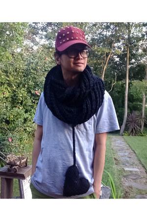 DIY scarf - Kitschen hat - Uniqlo shorts - Topman cardigan - cotton on t-shirt
