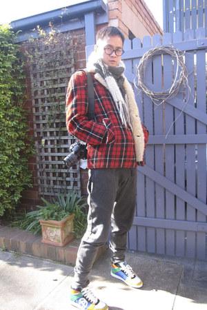 handmade scarf - wool vintage jacket - Zara pants - Acupuncture sneakers